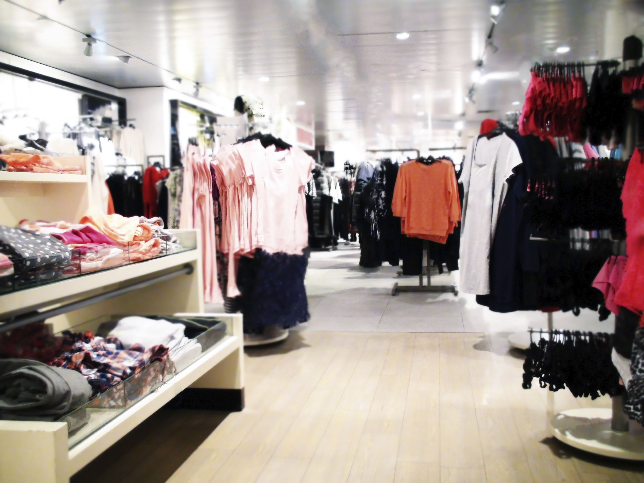 Which are the popular shopping stores for clothing?