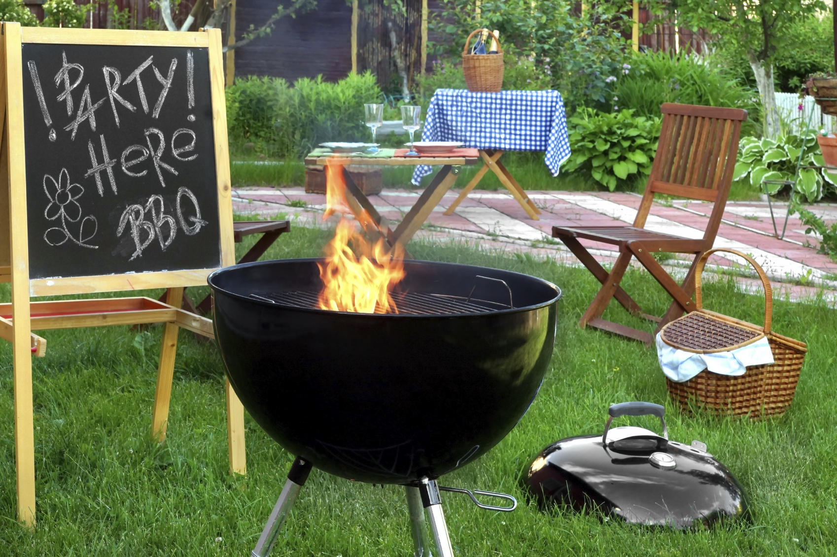 Etonnant To Keep Your Guests Happy And Your Backyard Pest Free During Summertime  Barbecues, Consider The Following Tips: